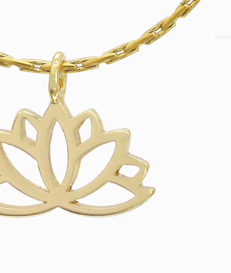 Schmuck ViLou Kette in Gold mit Lotusblumenanhänger ViLou nah